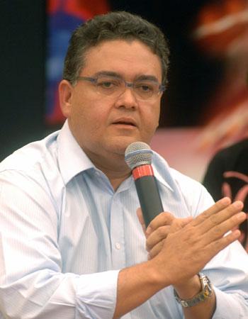 http://www.marcoaureliodeca.com.br/wp-content/uploads/2012/10/roberto_rocha5.jpg