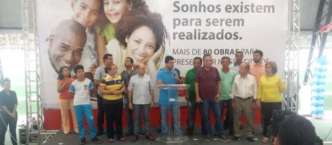 Ao de Luis Fernando e outs lideranças, Gil Curim entregou quadra oberta do lieu Ribamarense e anunciou obras na Saúde e Infraestrutura