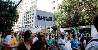 PSDB tenta se esquivar, mas cartazes comprovam ligação com o golpe