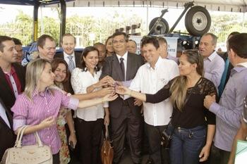 Governador Flávio Dino entregou os kits aos prefeitos