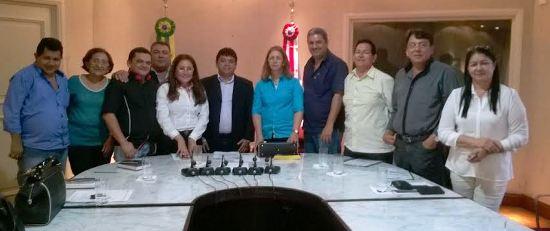 Amaury, entre Márcio Jerry e o prefeitos do Conguarás