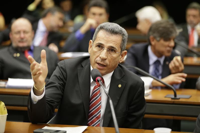 Ze Carlos argumentou contra emenda da terceriização