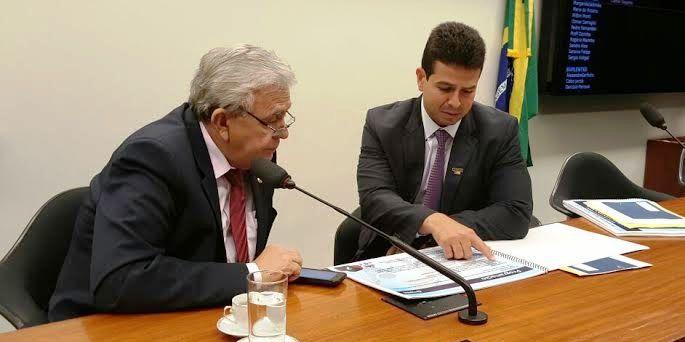 Gil Cutrim com Pedro Fernandes, discutindo questões da marcha