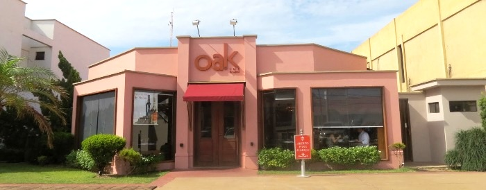 OAK Wine: ambiente de descontração elegante