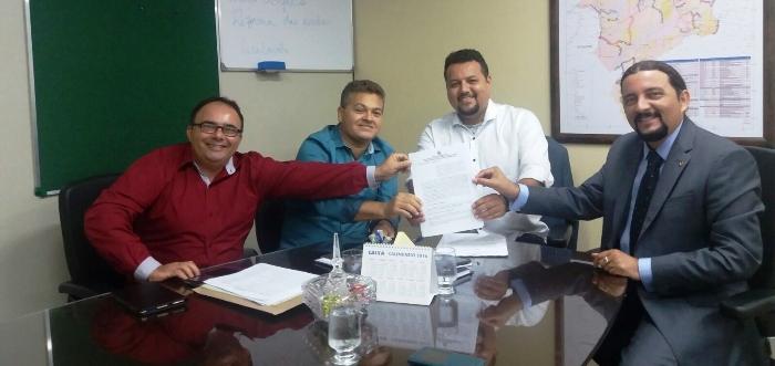Júnior Verde, com Rochinha, Noleto e auxiliares: convênio garantido