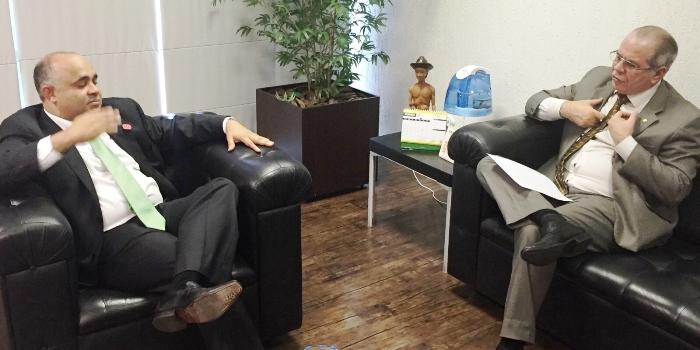 Hildo Rocha conversa com o ministro