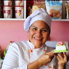 Ada Silva e uma de suas criações