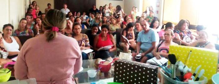 A chef em uma de suas aulas: ação social em Brasília