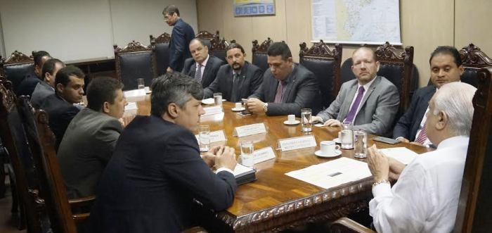 Weverton Rocha, Othelino Neto, Fábio Macêdo, Júnior Verde e Rogério Cafeteira, com ministros e assessores