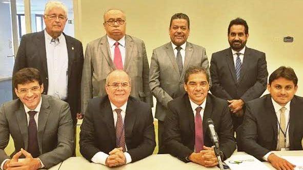 ...E com a delegação do parlamento brasileiro