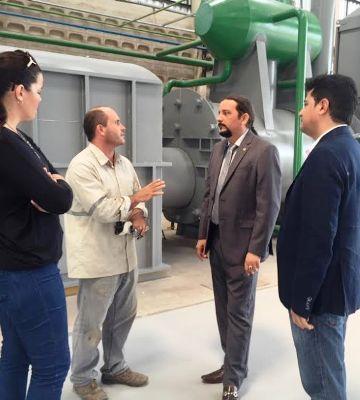 Verde conversa com técnico do centro