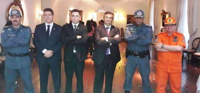 Flávio Dino e seus homens em pose de cinema: só os bandidos parecem não se intimidar