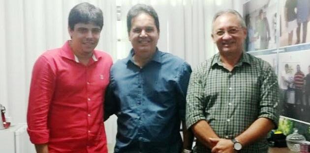 Gilberto Arôso, entre as lideranças do PRP