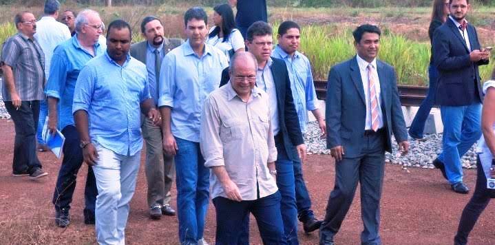 Júnior Verde em meio aos deputados federais e aos colegas estaduais na vistoria à BR-135