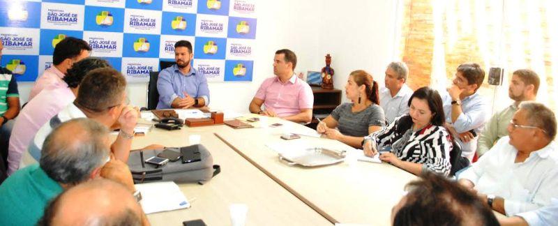 Gil Cutrim conversa com secretariado sobre transparência na relação com a equipe de Luis Fernando
