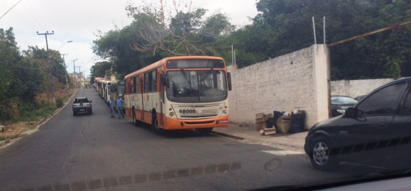 Os ônibus retirados de circulação para servir à campanha de Holandinha: abuso do poder político