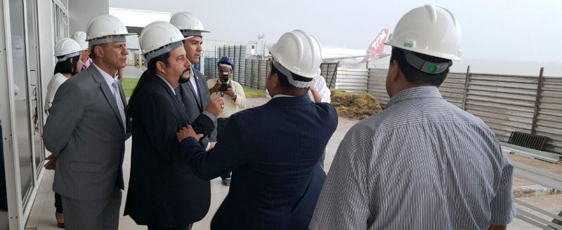 Briade já esteve com outros colegas, por várias vezes, observando as intermináveis obras do aeroporto