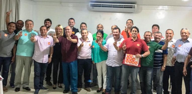 Vereadores reunidos com Astro de Ogum; Pedro Lucas e Osmar Filho entre eles...