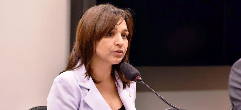 Eliziane Gama retoma ações que marcam sua trajetória na política