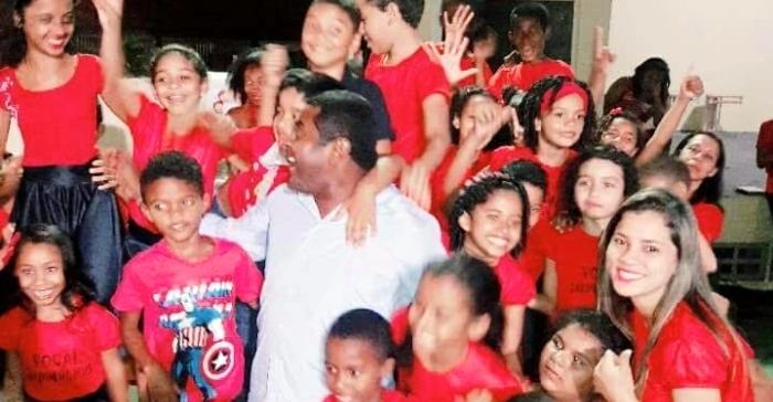 Fábio Câmara com as crianças no shopping: sucesso popular