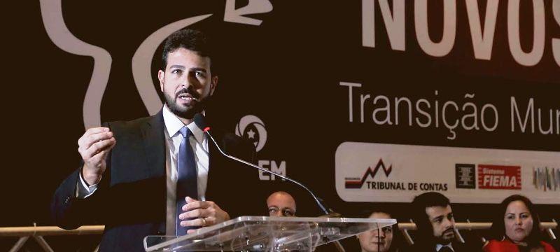 Gil Cutrim no seminário sobre transição nas prefeituras