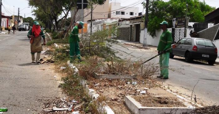 Operároos do Impur trabalham na limpeza e recuperação do canteiro