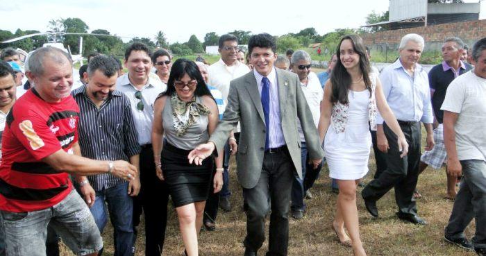 Marcos Caldas, chegando de helicóptero a Anapurus, como governador de ocasião: populismo interiorano