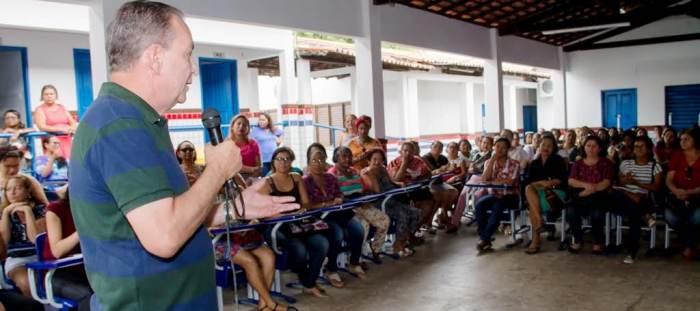 Luis Fernando tenta devolver o otimismo aos professores de Ribamar