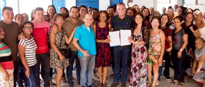 O gestor e seu vice, Eudes Sampaio, com os participantes do debate