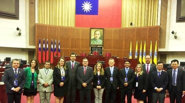 Wellington com outros brasileiros presentes ao intercâmbio