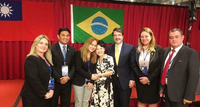 O deputado maranhense com a delegação brasileira