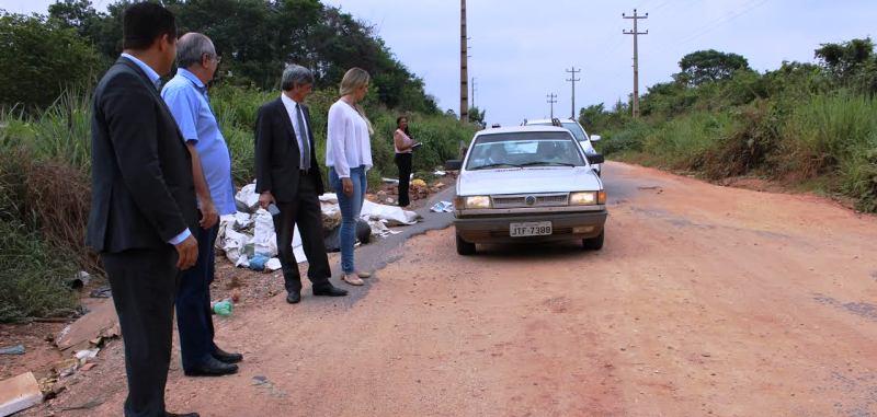 """Deputados viram """"in loco"""" as condições da pista da Estrada do Arroz"""