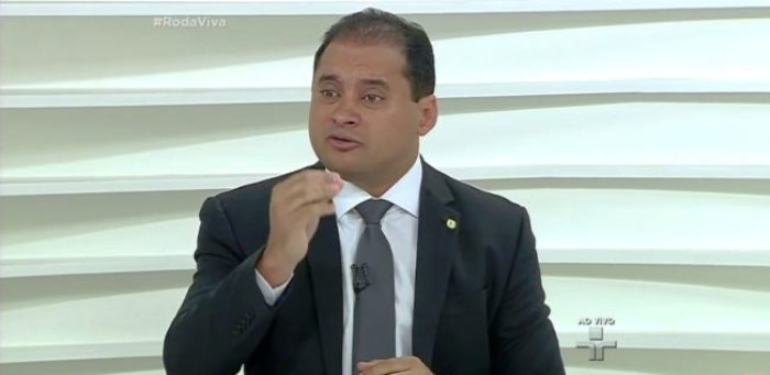 Wevrton Rocha no programa Roda Vida: parlamentar manteve posições