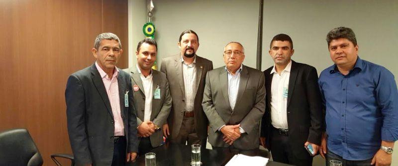 Júnior Verde com Gastão Vieira e assessores, em uma as visitas